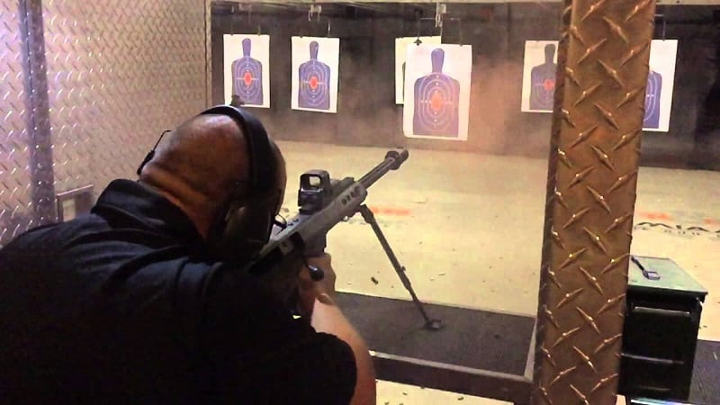 Tiro ao alvo na loja de armas e tiros Lock and Load em Miami