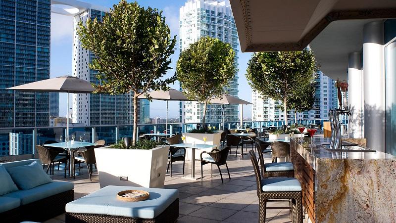 Bar Area 31 no Epic Hotel em Miami