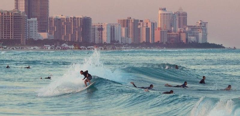 Melhores praias para surfar em Miami