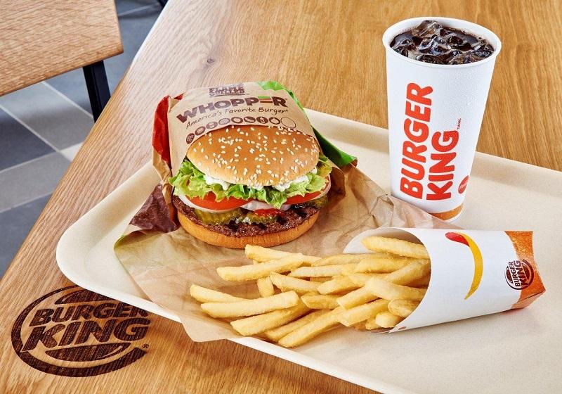 Como de lanche, batata e refrigerante no Burger King em Miami