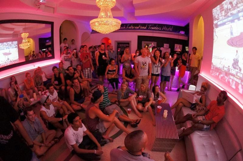 Jovens no Miami Beach International Hostel em Miami