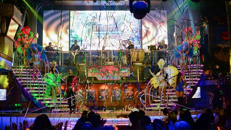 Dançarinos na Mango's Tropical Café em Miami Beach