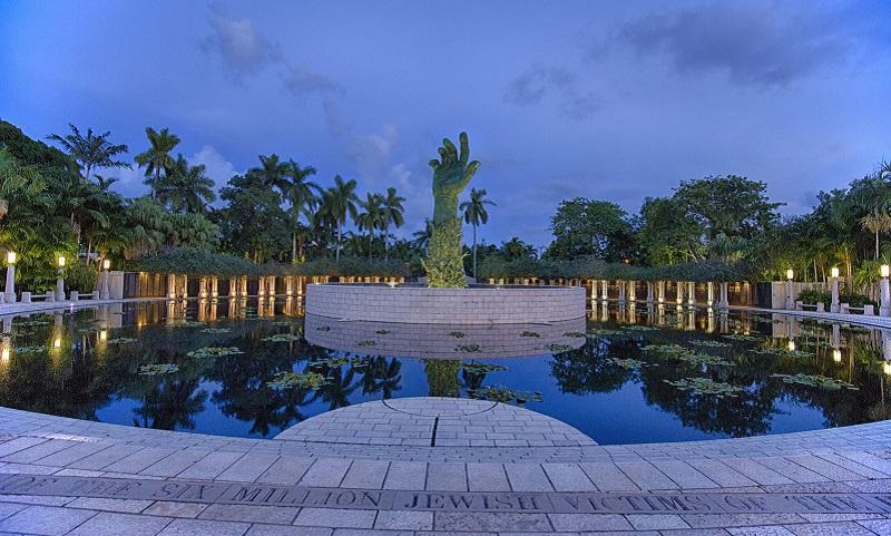 Holocaust Memorial em Miami Beach de noite
