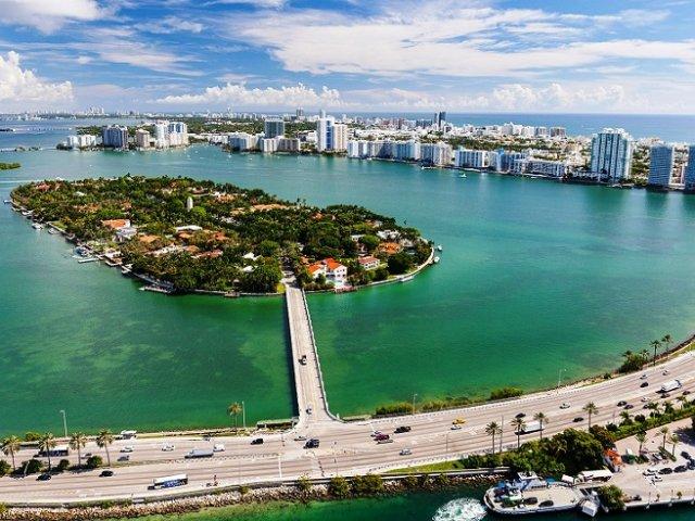 Tour pelo canal de Miami para ver as casas dos famosos