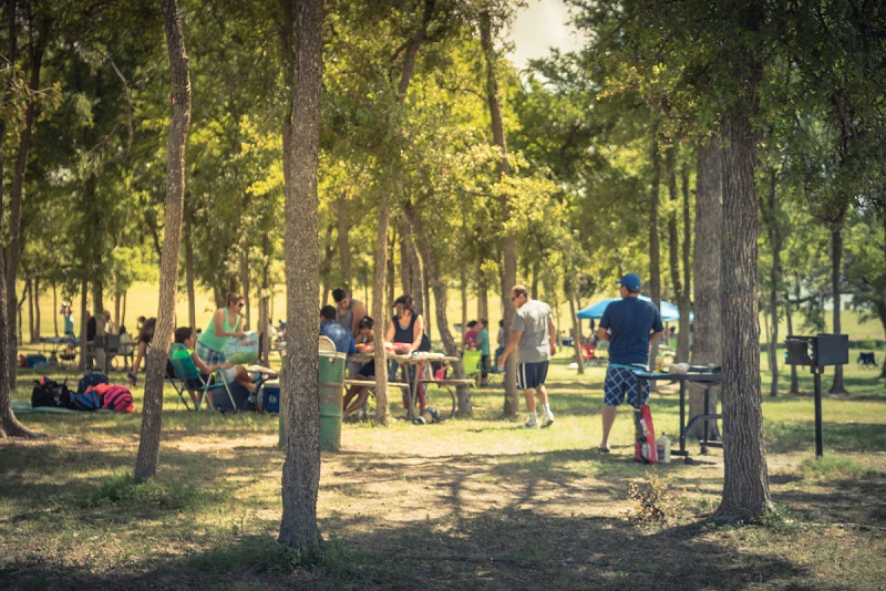 Área para churrasco no Oleta River State Park em Miami