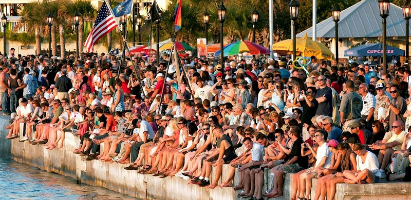 Pessoas na Mallory Square em Key West