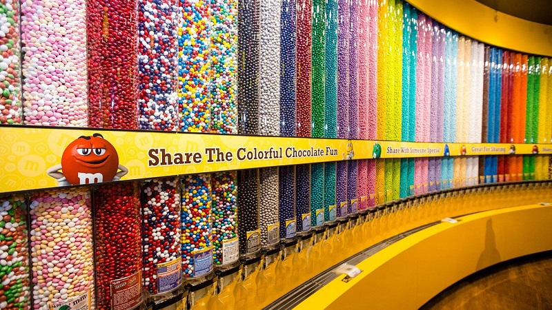 Comprar chocolates e doces na loja M&M's World em Orlando